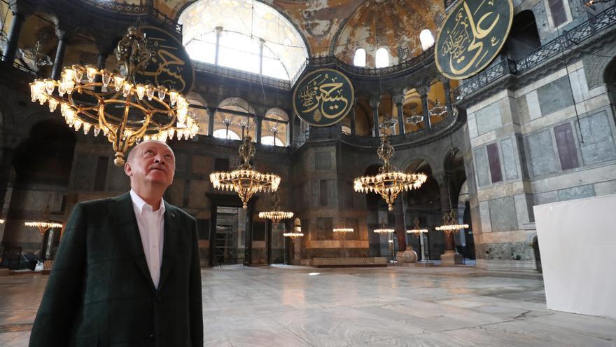 La oposición turca rechaza asistir al primer rezo en Santa Sofía como mezquita