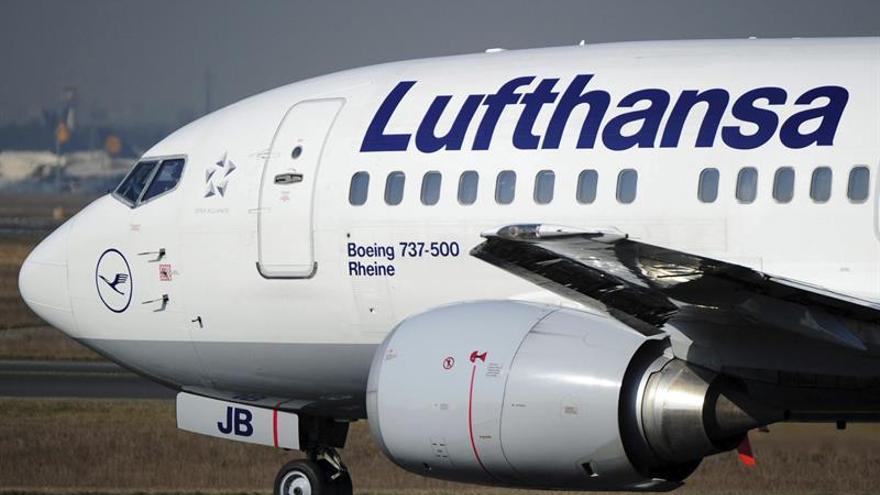 Lufthansa pierde hasta marzo 8 millones de euros, frente al beneficio de 2015