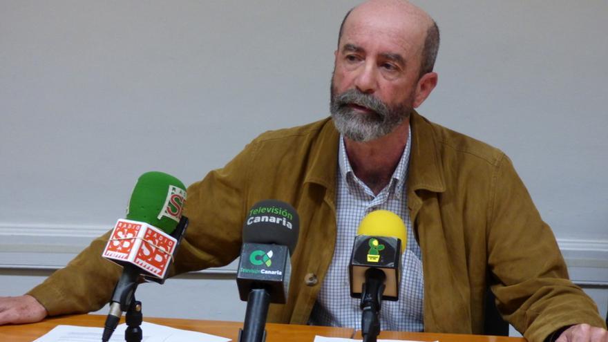 Santiago Pérez, portavoz de XTF-NC, durante la rueda de prensa que ofreció este miércoles en el Ayuntamiento de La Laguna