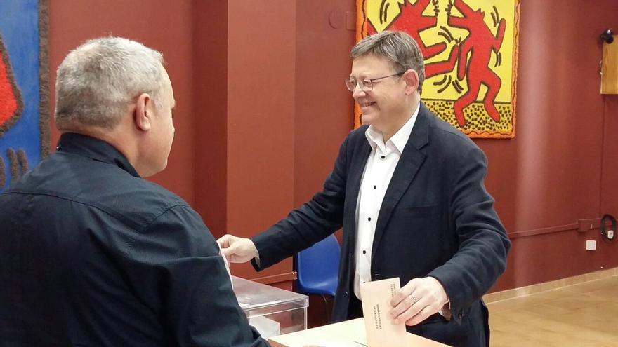 Ximo Puig vota en las elecciones generales del 26 de juniio.