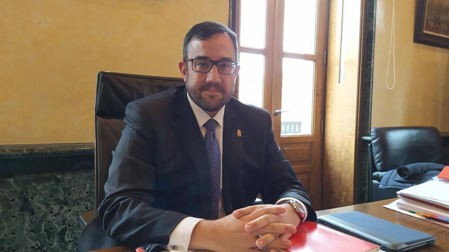 Javier Remírez en su despacho en el Palacio de Navarra