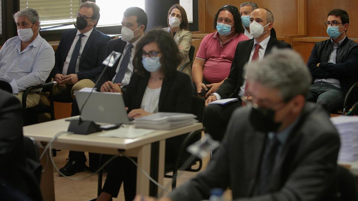 Algunos de los imputados en el juicio por el incendio de residuos peligrosos en Chiloeches