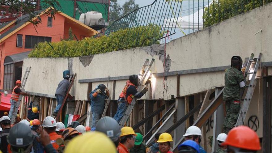 El Gobierno mexicano defiende rescates tras el sismo ante rumores de abandono