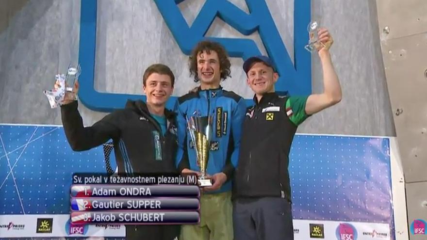 Podio final de la Copa del Mundo de Dificultad 2015 (De izquierda a derecha): 2º - Gautier Supper, 1º - Adam Ondra y 3º - Jakob Schubert.