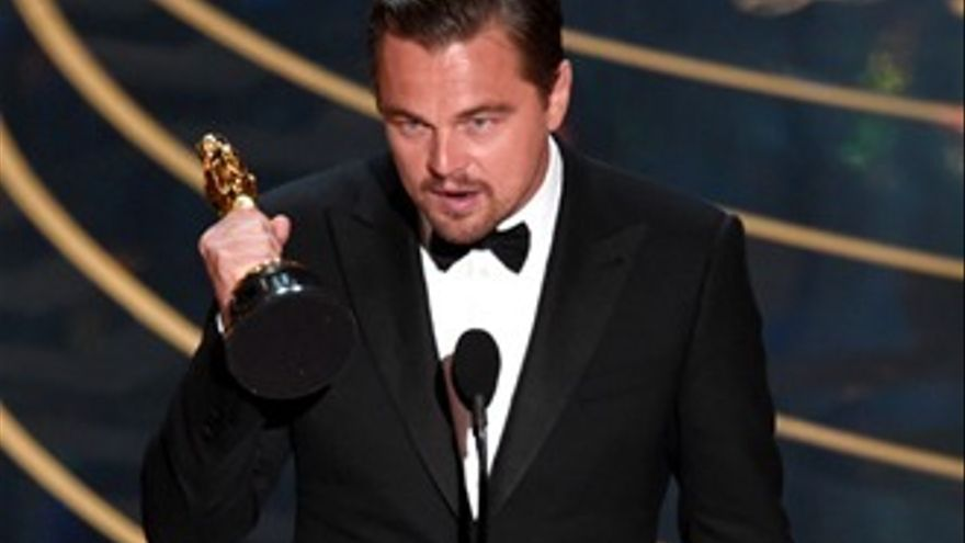 'Spotlight' y DiCaprio, los grandes triunfadores de unos Oscars teñidos de humor racial