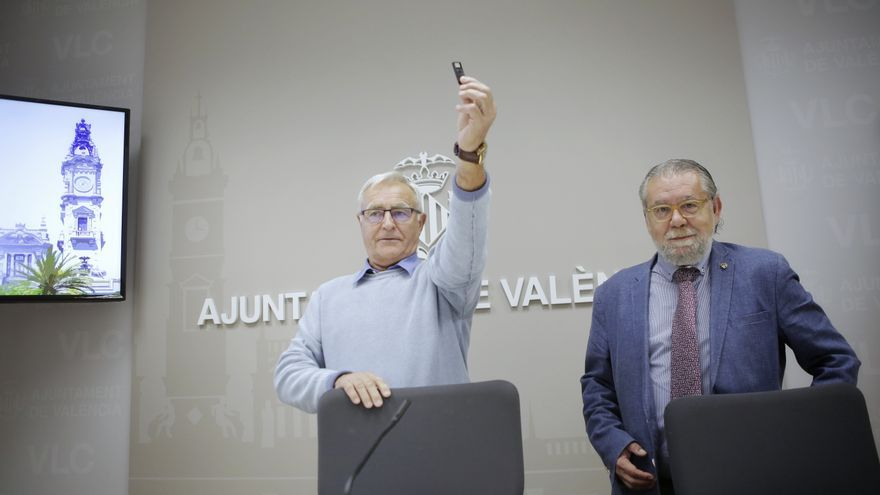 El alcalde de València, Joan Ribó (izquierda), junto al concejal de Hacienda, Ramón Vilar