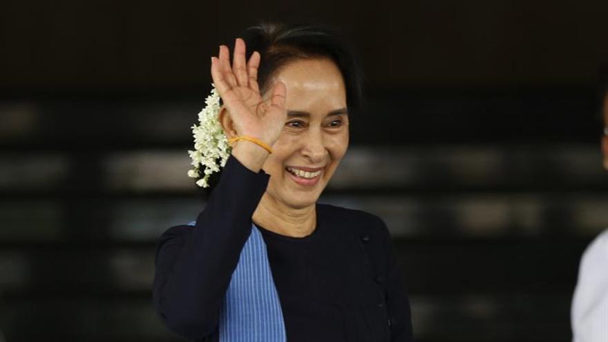Piden la liberación de tres periodistas detenidos en Birmania