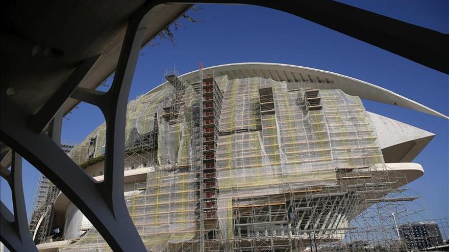 El trencadís del Palau de les Arts queda repuesto en la cara sur