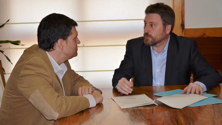 El director general de Ordenación del Territorio, Joaquín Palacín; junto al consejero del ramo, José Luis Soro.
