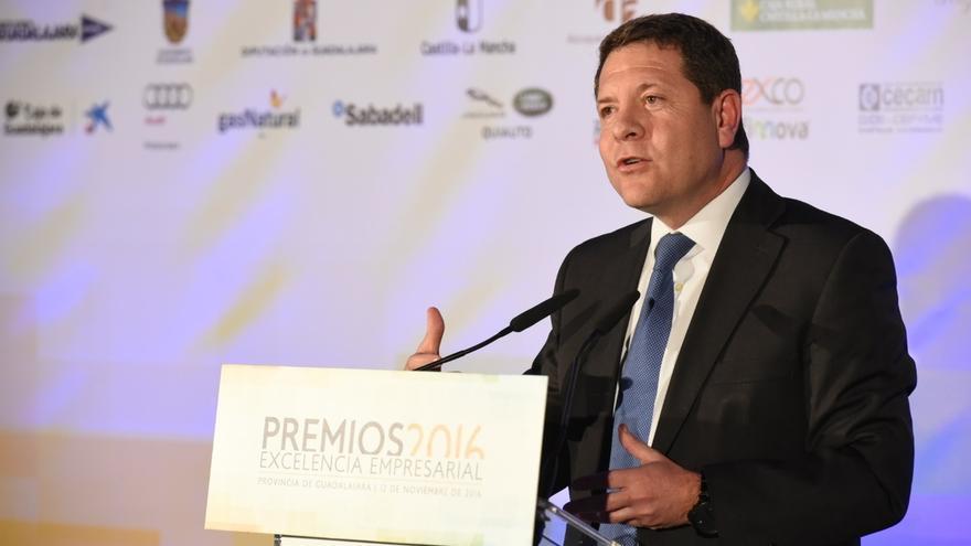 Page dice que él no optará a liderar el PSOE y avisa de que las terceras vías suelen llevar a vías muertas