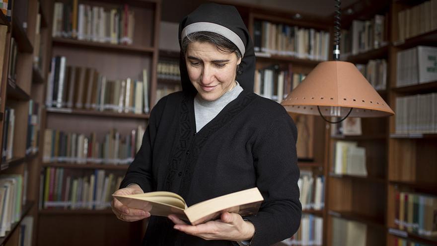 Teresa Forcades, monja benedictina, vive en el Monestir de Sant Benet en Montserrat./ Edu Bayer
