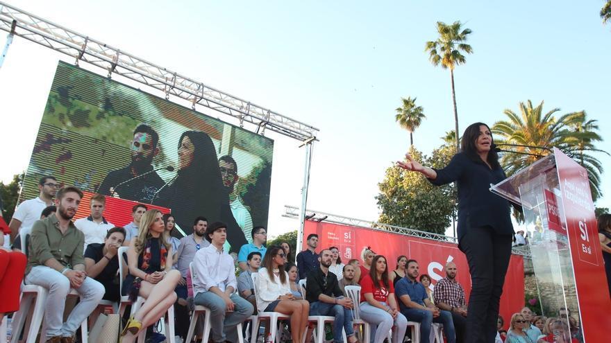 """Anne Hidalgo cree que Sánchez """"ha abierto las puertas y ventanas"""" del PSOE para reinventar la socialdemocracia en Europa"""