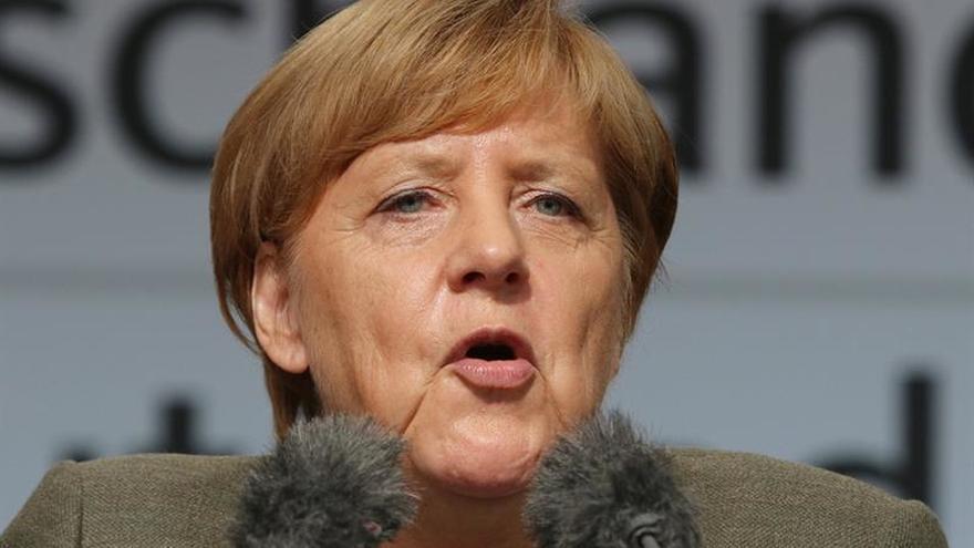 Merkel critica a Erdogan por llamar a turco-alemanes a no votar en Alemania