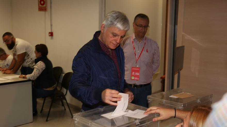 José Miguel Pérez ejerce su derecho a voto