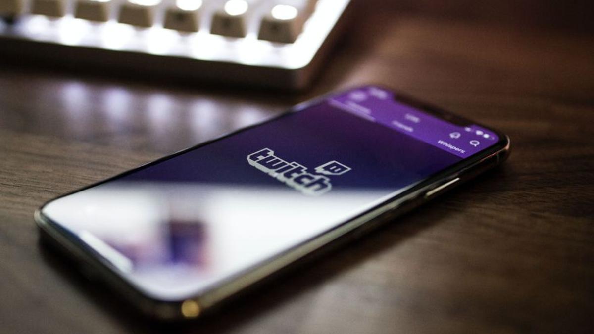 La app de Twitch en un teléfono