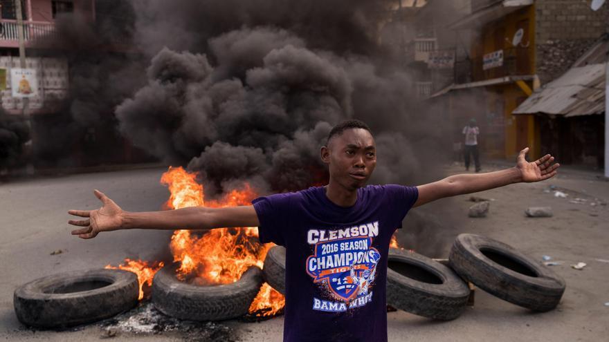 Arden barricadas en Cap-Haitien en la víspera del funeral del presidente Moise