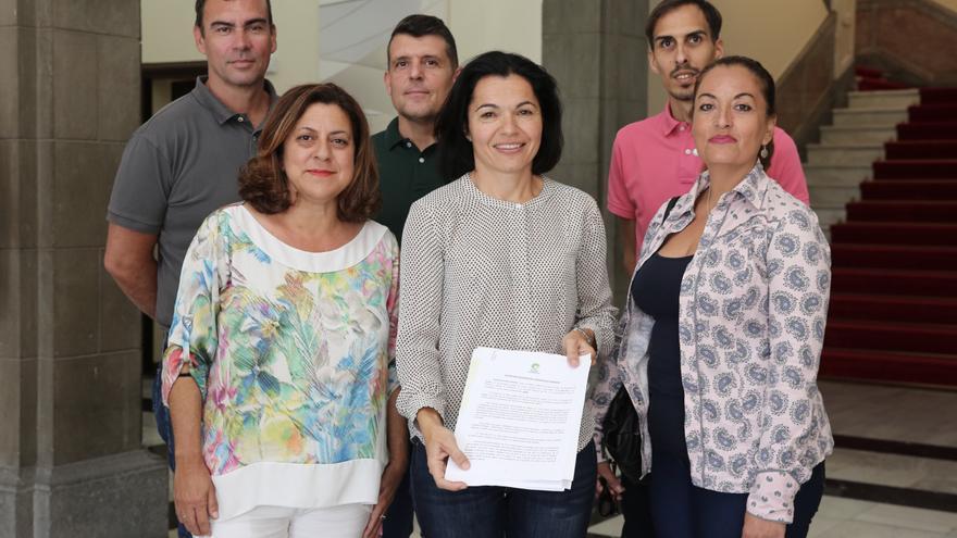 Isabel Santiago, junto a parte de su equipo, en la sede de la Delegación del Gobierno. (ALEJANDRO RAMOS)