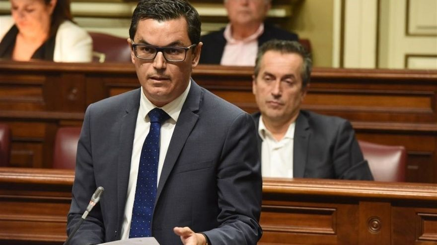 Canarias diseñará un plan plurianual de mejora de la red viaria de 100 millones de euros para carreteras insulares y regionales