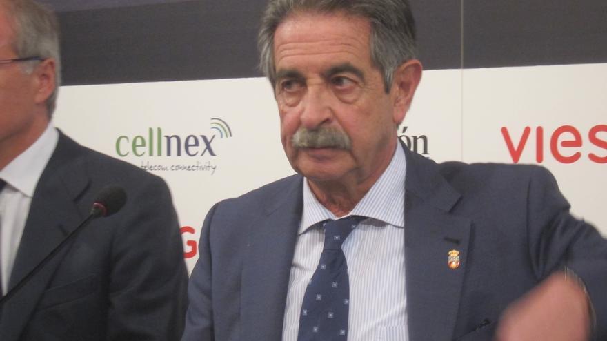 """Revilla dice que PRC y PSOE negociarán con """"partidos políticos"""" y desea que """"alguien se abstenga"""""""