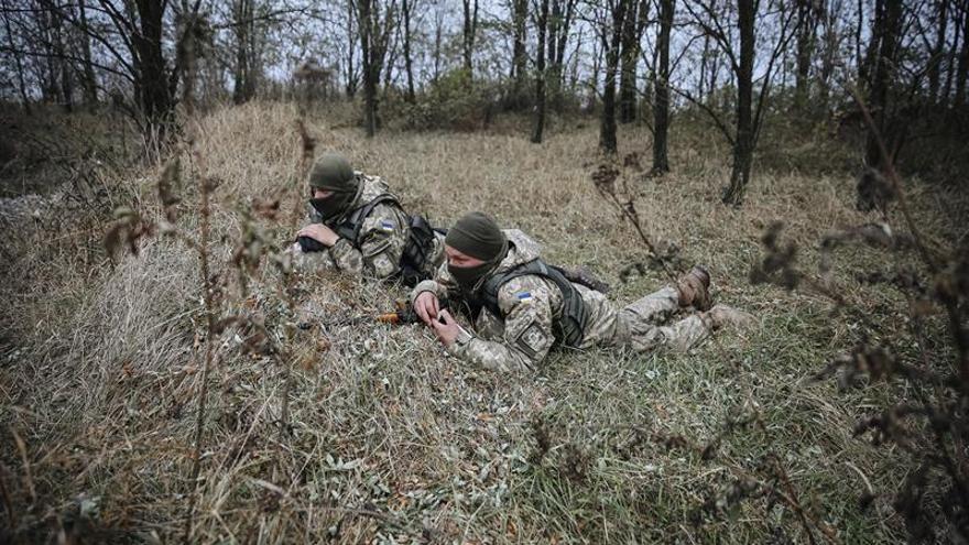 Dos militares muertos y cinco heridos en combates en el este de Ucrania