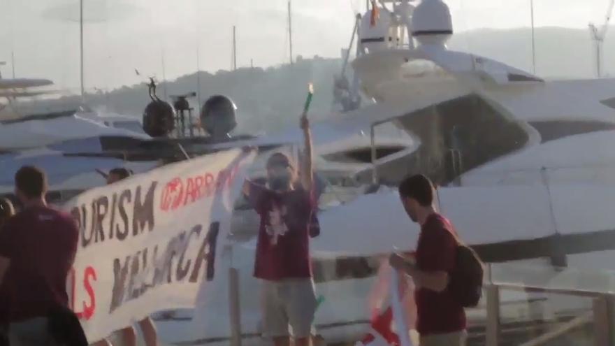 Arran lleva a Palma de Mallorca su campaña contra el turismo de masas y organiza una concentración con bengalas