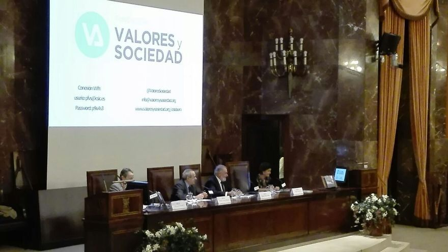 """Mayor Oreja pide a los sectores conservadores que """"pasen a la acción"""" y den """"batalla"""" contra"""" y el """"extremismo"""""""