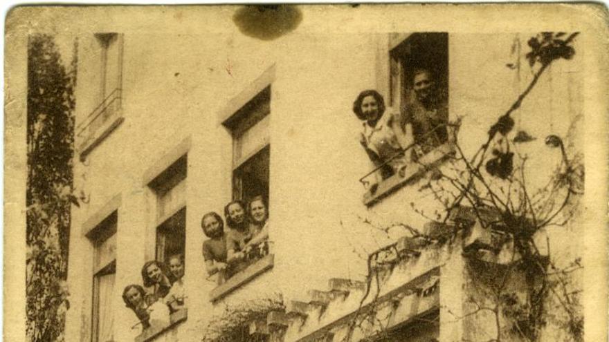 Grupo de pensionadas del Hogar Español de Rixensart en 1939, patrocinado por el Comité de Asistencia a España de Brabante Valón.   Araceli Cavada/ Desmemoriados