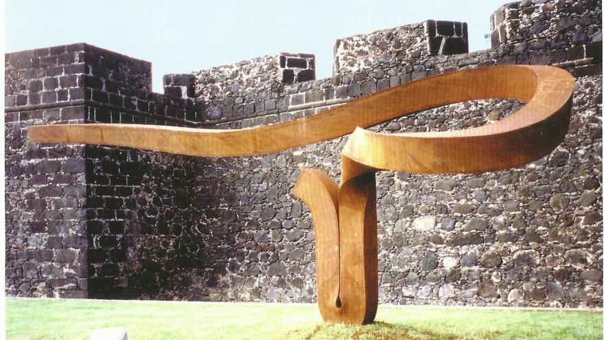 En la image, escultura 'El Alisio' de Martín Chirino.