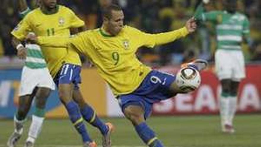 El delantero brasileño Luis Fabiano.