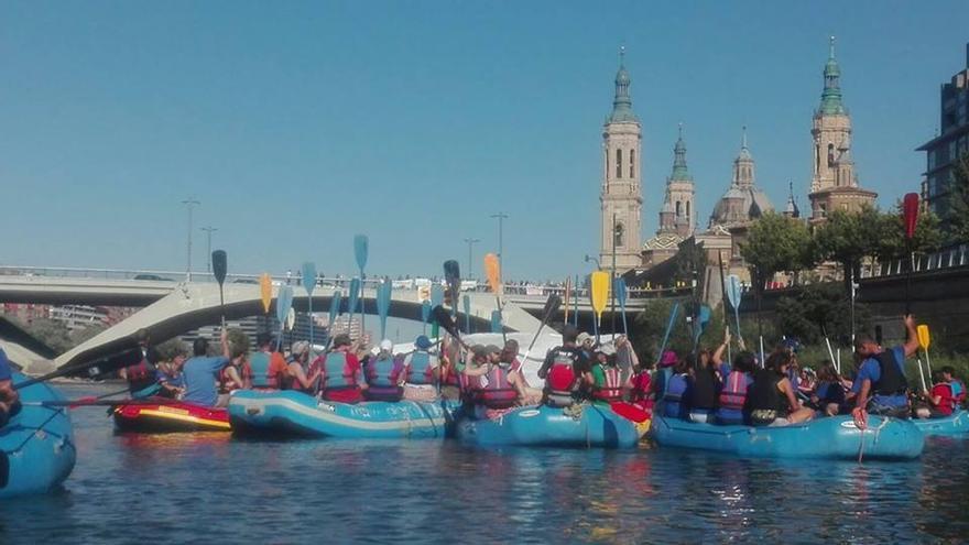 Descenso del Ebro contra el embalse de Biscarrués el pasado 12 de julio.