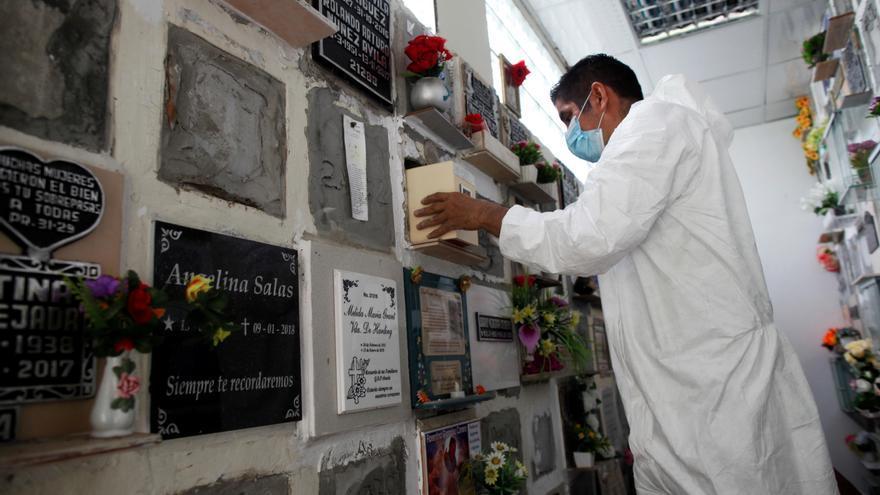 Iglesias y criptas de Panamá alojan las cenizas de muertos en tiempos de pandemia