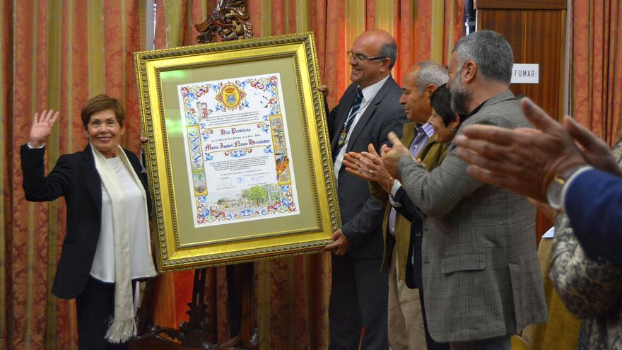 Maribel Nazco recibe el título de Hija Predilecta de La Palma.