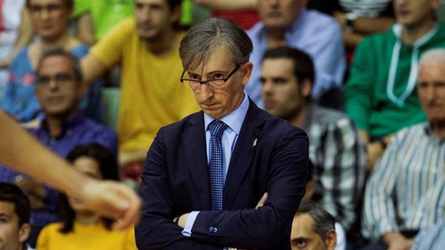 El entrenador de Monbus Obradoiro, Moncho Fernández. EFE/Marcial Guillén