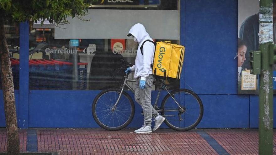 CCOO exige que riders, limpiadoras y cajeros cuenten con material de protección