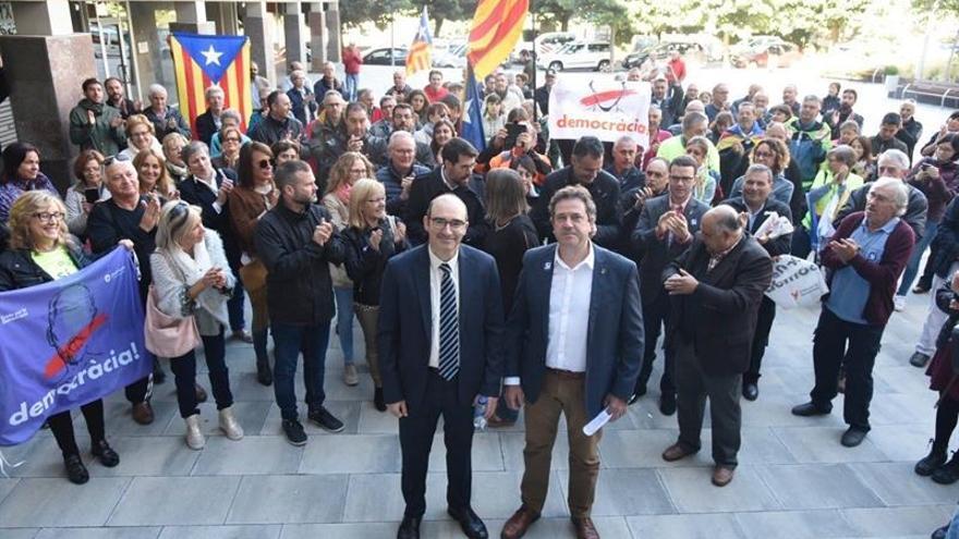 El alcalde de Oliana (Lleida), Miquel Sala (d), junto al alcalde de alcalde de Pont de Suert (Lleida), José Antonio Troguet (i).