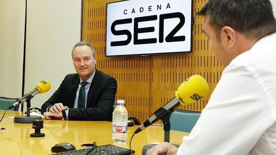 El president de la Generalitat, Alberto Fabra, durante su entrevista en Radio Valencia