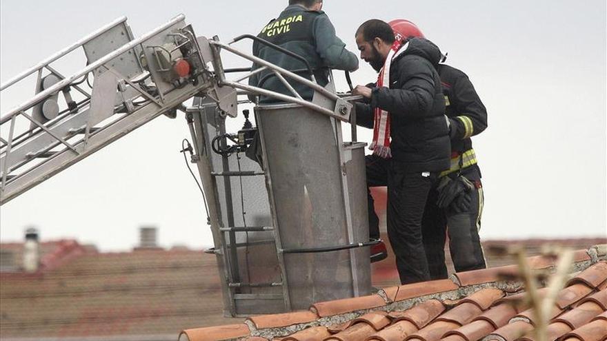 Un preso se encarama durante dos horas en el tejado de la cárcel de Soria