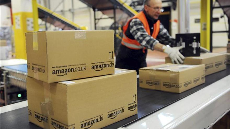 Un empleado norteamericano de Amazon en la cadena de distribución.
