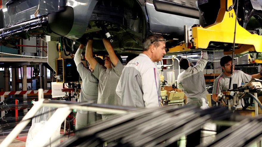 La industria factura el 3,3 % menos en marzo y los pedidos caen el 5,4 por ciento