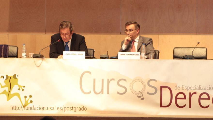 Javier Zaragoza (izda.), junto al profesor Eduardo Fabián Caparrós. FG-Usal