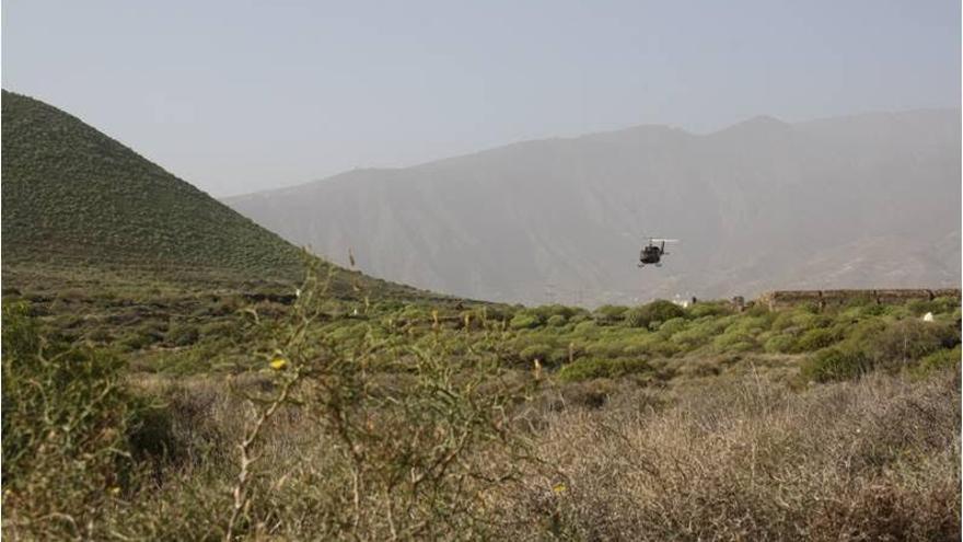 Un helicóptero de la base de Los Rodeos sobrevuela el espacio natural protegido