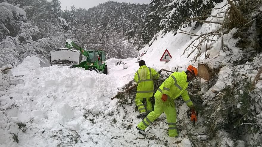 Fomento movilizará hasta 16 quitanieves, que realizarán tratamientos preventivos para evitar formación de hielo