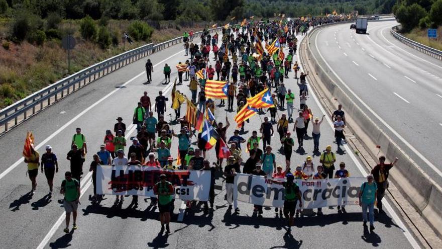 Manifestantes cortan varios puntos de la AP-7 y la AP-2 en Tarragona