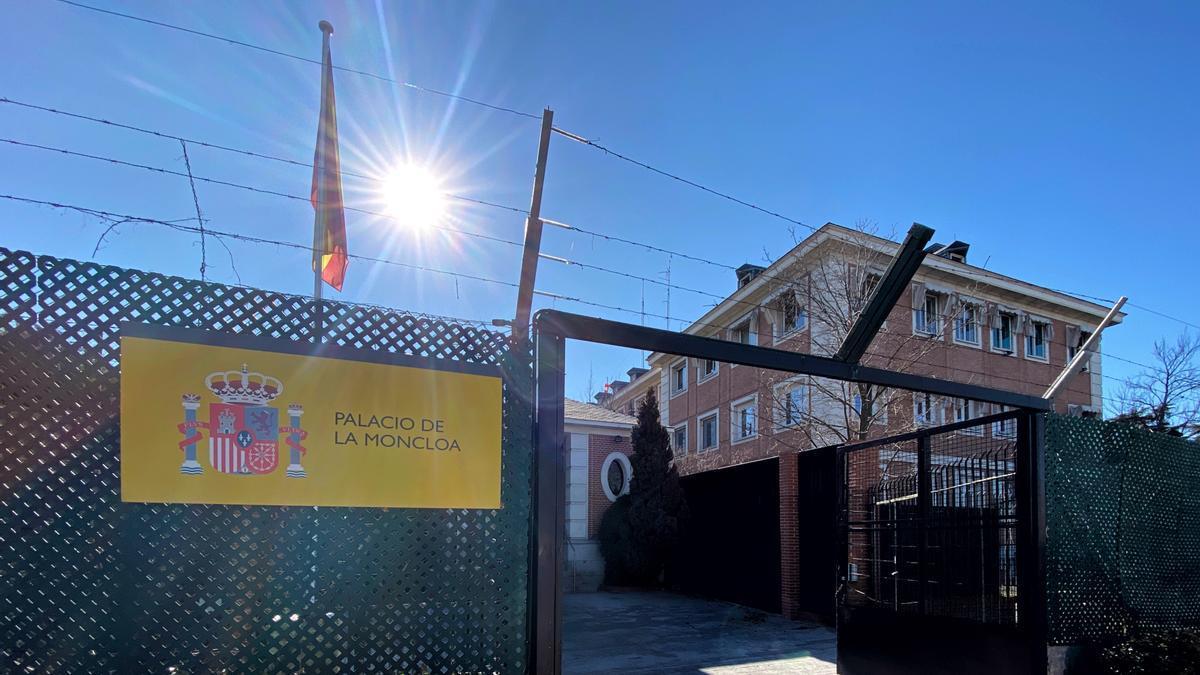 Archivo - Entrada al Palacio de la Moncloa, sede de la Presidencia del Gobierno de España, en Madrid (España) a 21 de febrero de 2020.