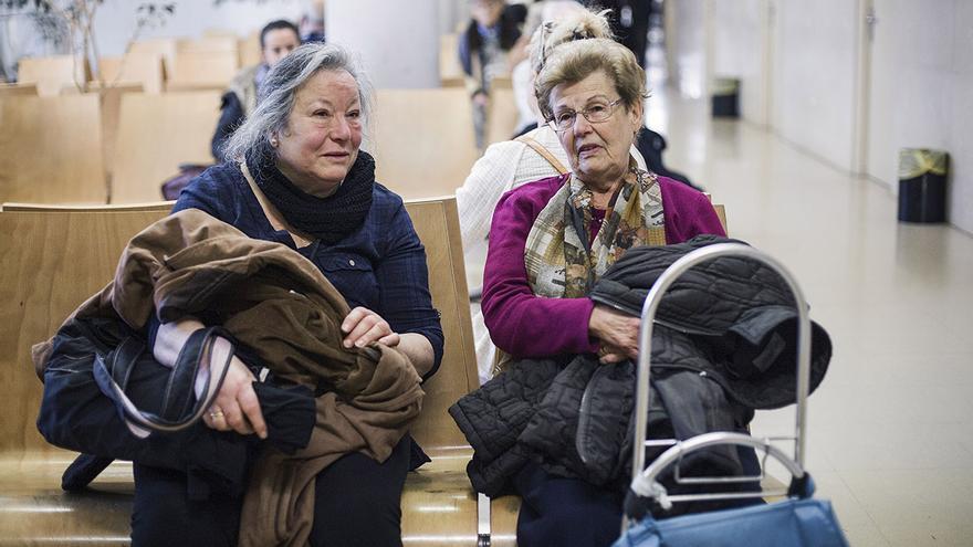 María Jiménez espera que sea su turno para la visita