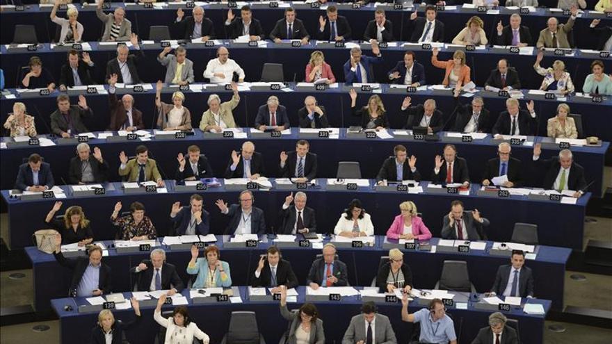 El Parlamento Europeo reclama la libertad de fotografiar la Torre Eiffel