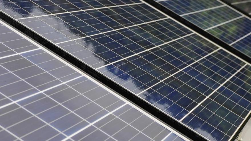 Red de paneles solares.