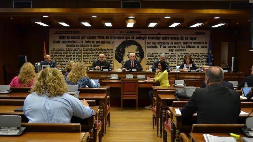 Investigadores y familias de víctimas del franquismo reclaman en el Senado la aplicación de la Ley de Memoria