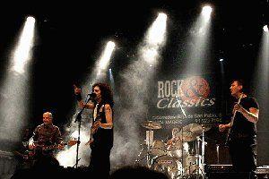 Actuación de Bloody Mary R'n'R Band