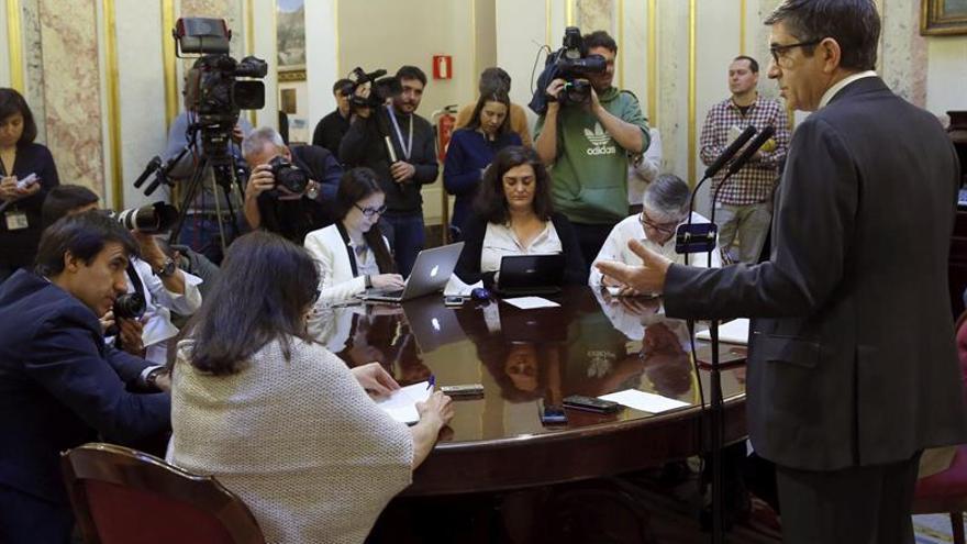 """López mediará mañana con el Gobierno para evitar una """"guerra institucional"""""""